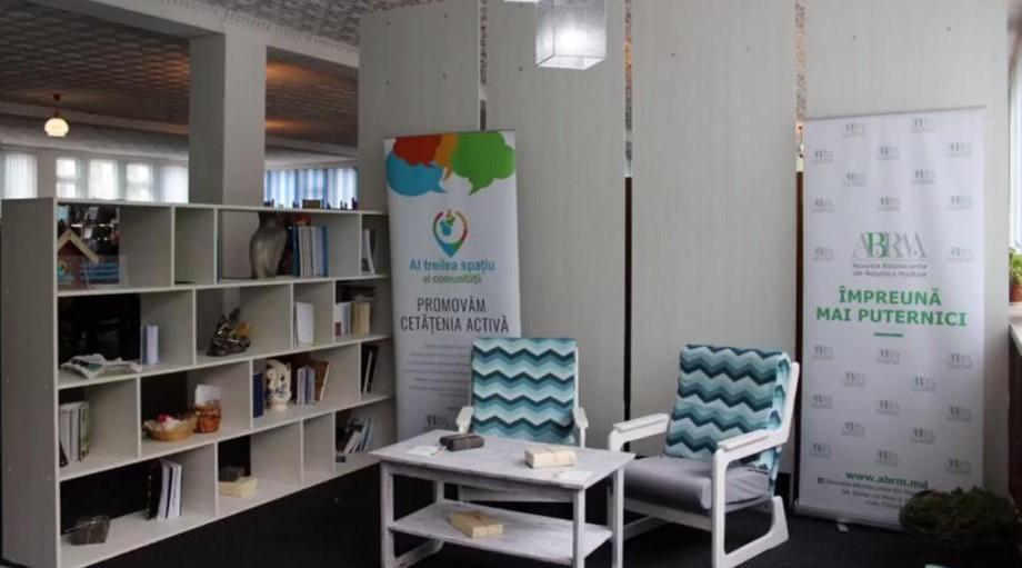 """(foto) Proiectul """"Al treilea spațiu al comunității"""" a lansat cuiburi democratice în trei biblioteci din țară"""