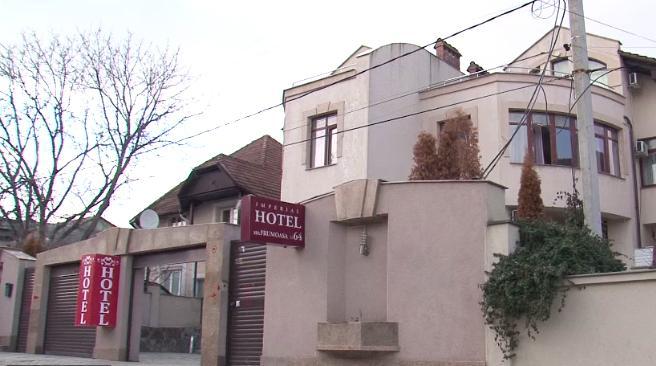 După ce a tras țeapă sutelor de clienți a fost reținut! Ce riscă proprietarul unui hotel din Capitală