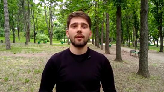 """(video) Un tânăr a lansat primul vlog ortodox din Moldova. Va explica ce ritualuri bisericești se fac """"pentru că așa trebuie"""""""