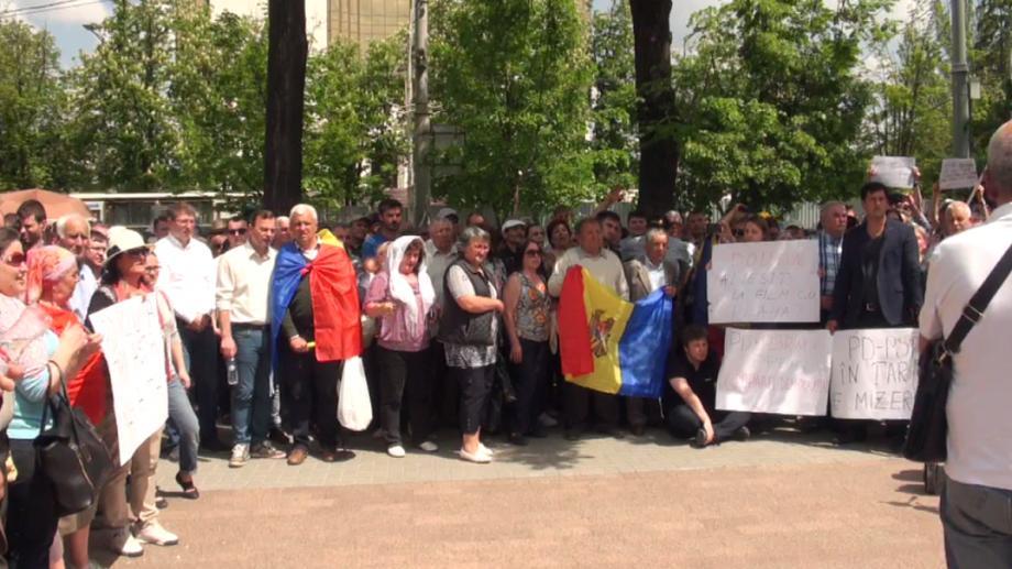 (live video) Flashmob privind retragerea votului uninominal și votului mixt din Parlament