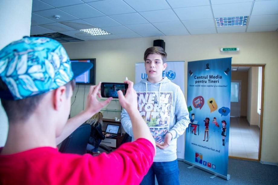 Ocupă un loc la Media Lab – atelierul tinerilor interesați de fotografie și video