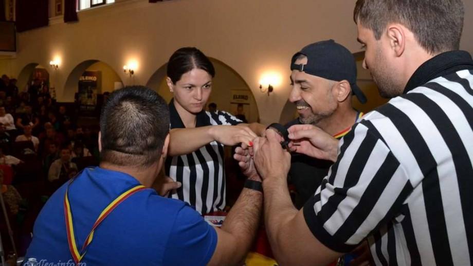 (foto) Svetlana Tataru, prima femeie-arbitră de armwrestling din Moldova
