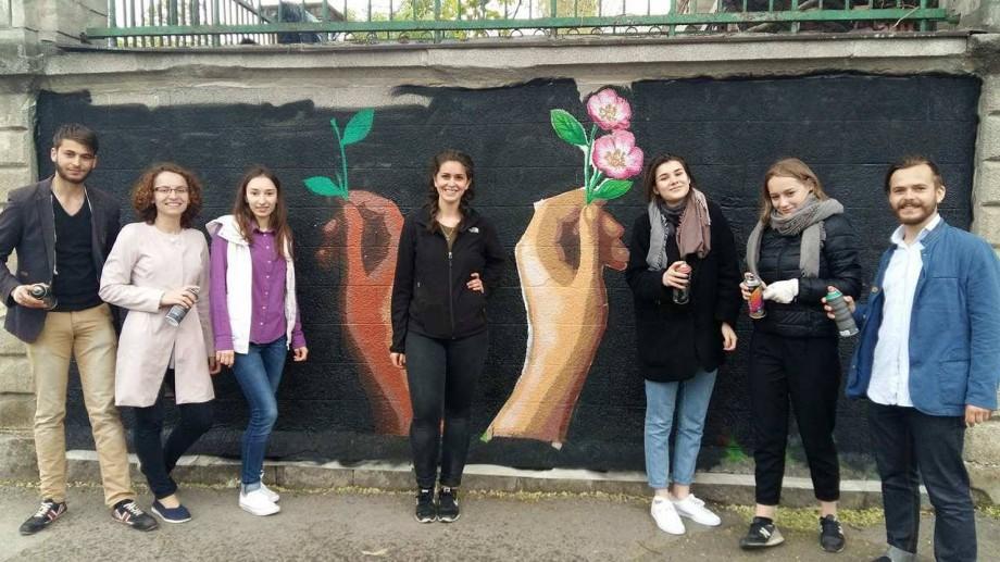 (foto) Street Art for Moldova: O artistă din SUA a realizat o pictură murală pe zidurile Stadionului Republican