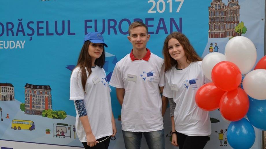 (vox) Ce spun tinerii despre experiența de a fi voluntar în cadrul Orășelului European