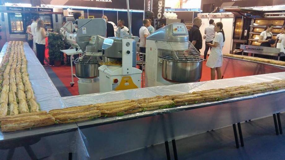 """(foto) """"Food&Drinks 2017"""": La Chișinău a fost pregătit un sandwich de 50 de metri"""