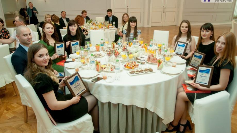 """(foto) """"E o muncă de lungă durată"""": Cei mai buni studenți ai țării și-au primit Bursele de Merit"""
