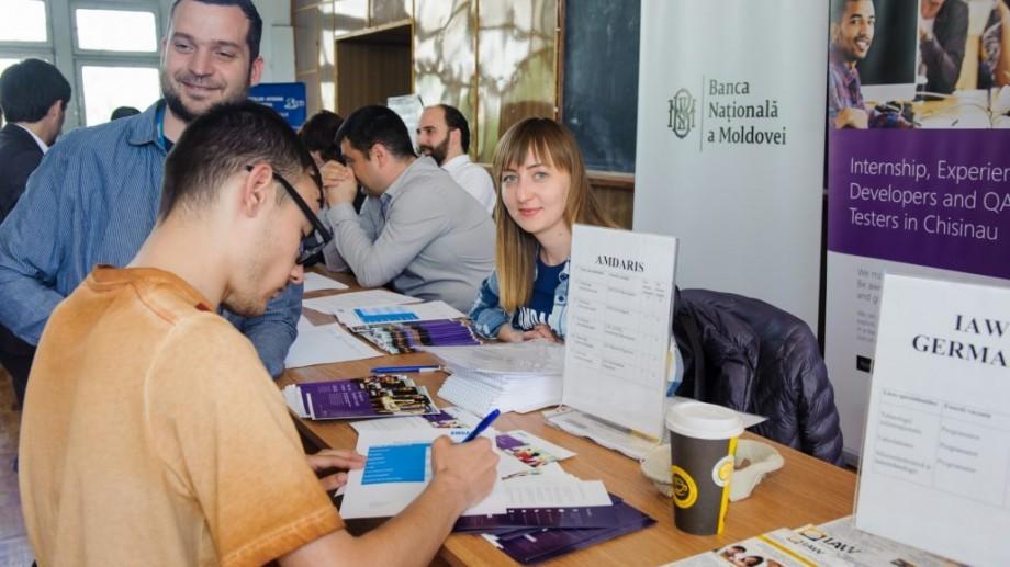 (foto) Târgul joburilor UTM: Cum s-a desfășurat și ce propuneri au primit studenții