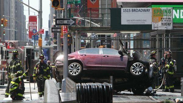 (foto, video) O mașină a intrat în pietoni în Times Square la New York. Cel puțin 13 răniți până acum