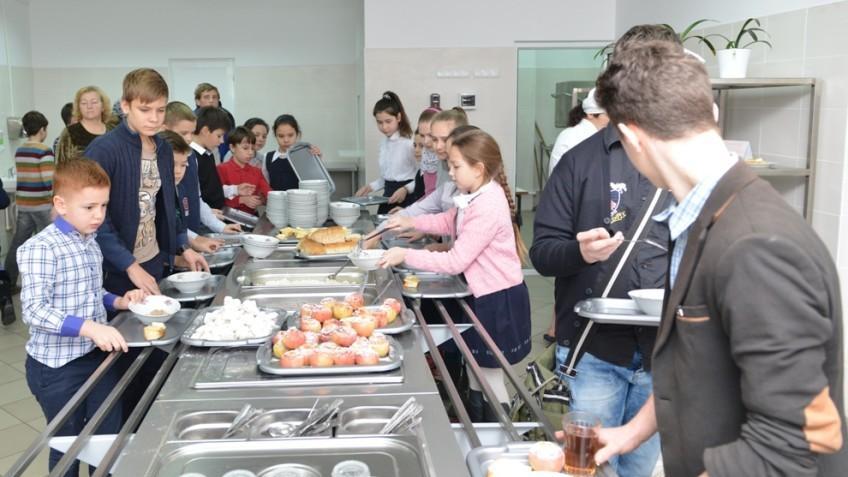 Peste 50 la sută dintre grădinițele și școlile din Republica Moldova nu respectă un regim alimentar sănătos