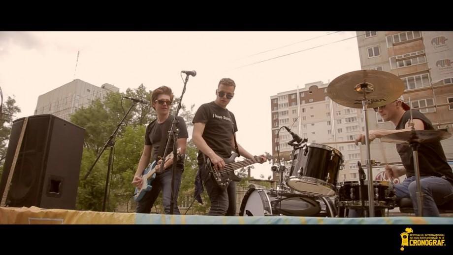 (foto, video) CRONOGRAF&Music a colindat orașul într-un camion cu muzică live