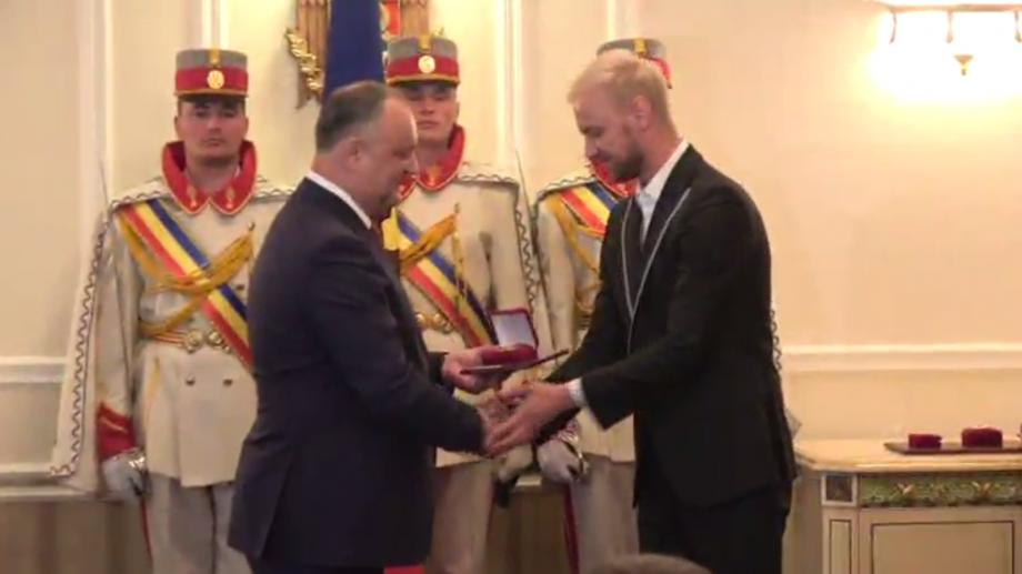 (foto) Președintele Igor Dodon le-a înmânat distincții de stat membrilor trupei SunStroke Project