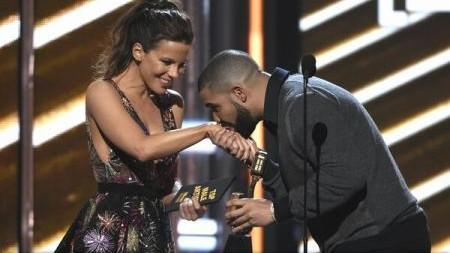 (foto) Drake este marele câștigător al Billboard Music Awards 2017