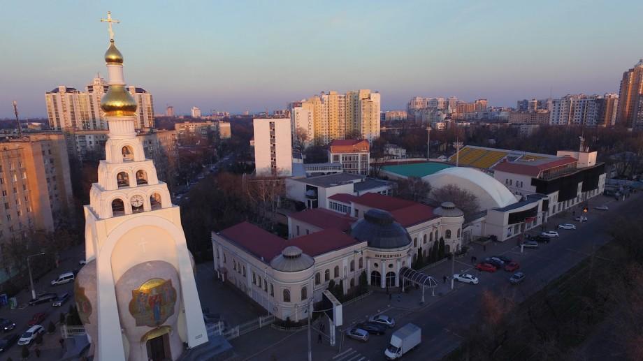 Participă la o școală de vară în Ucraina și dezvoltă un scenariu politic sau etnografic