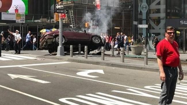 Bilanțul incidentului din New York, după ce un șofer a intrat cu mașina în pietoni: un mort și 22 de răniți