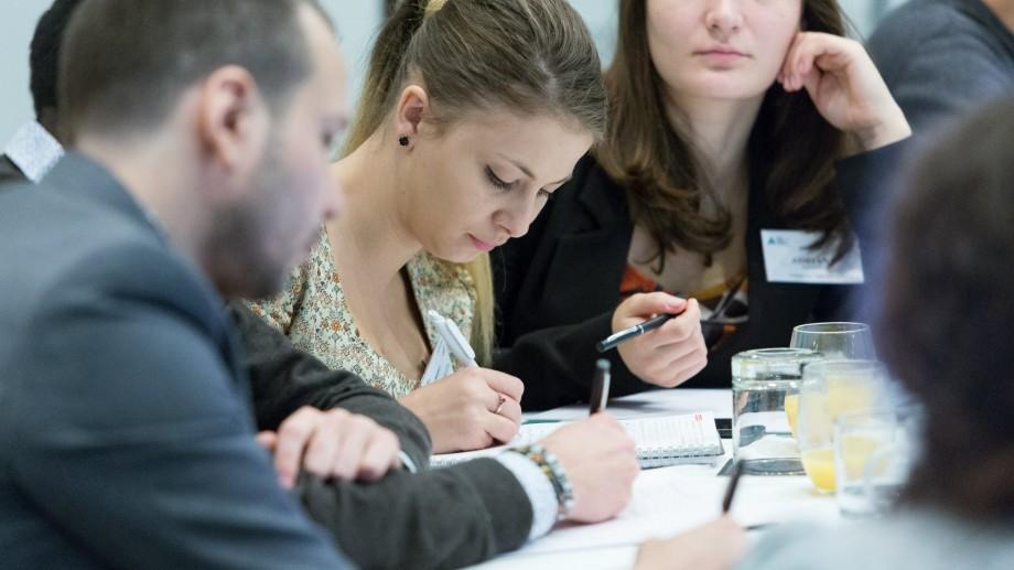 Granturi dedicat  susţinerii şi promovării îmbătrânirii active în Republica Moldova