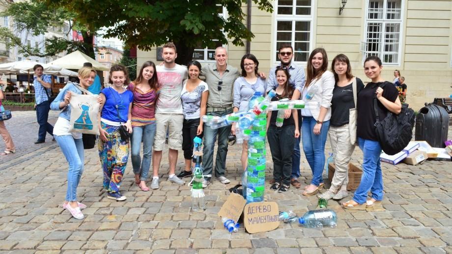 Participă la Academia de Leadership din Lviv, Ucraina