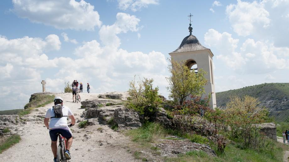 (foto) Aproximativ 200 de sportivi au participat la un maraton de ciclism prin zonele pitorești ale Orheiului