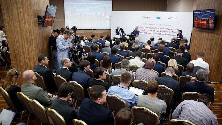 (foto, video) Ce spun experții internaționali despre schimbarea sistemului de vot din Moldova