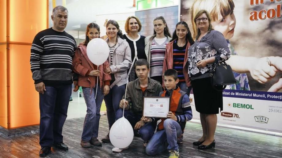 (foto) Cine sunt cele șase familii din Moldova, premiate de Ziua internațională a familiei