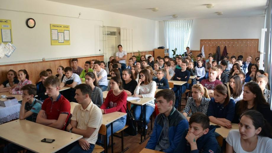 Patru cluburi de dezbateri au fost lansate pentru elevii din Edineț, Comrat, Telenești și Ialoveni