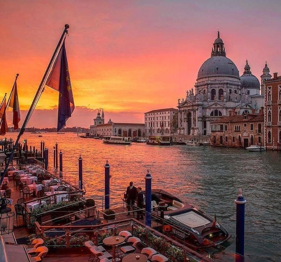 Veneţia vrea să taxeze zecile de milioane de turişti care vin să-i viziteze centrul istoric