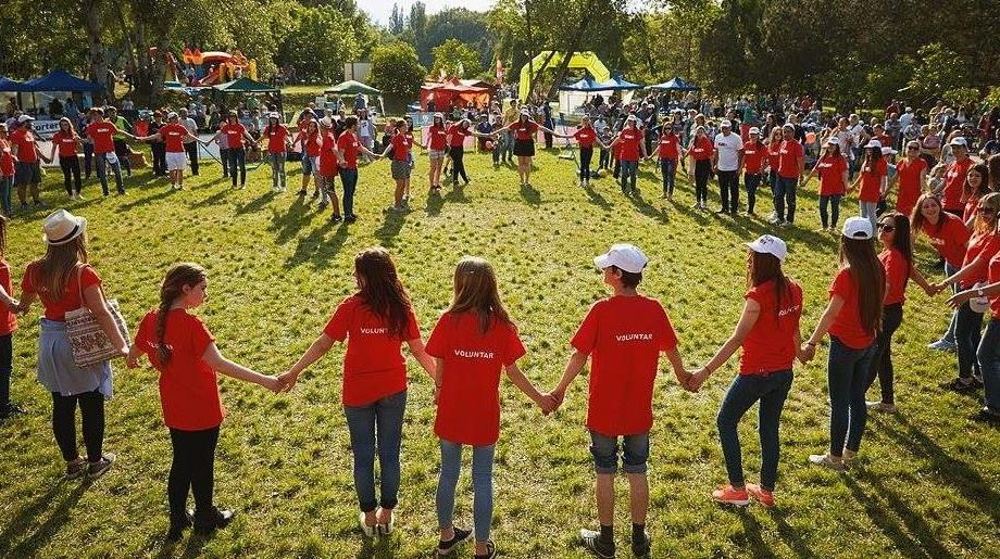 """Se caută voluntari pentru cel mai sănătos eveniment al acestei veri – Festivalul """"Bucurie în Mișcare"""""""