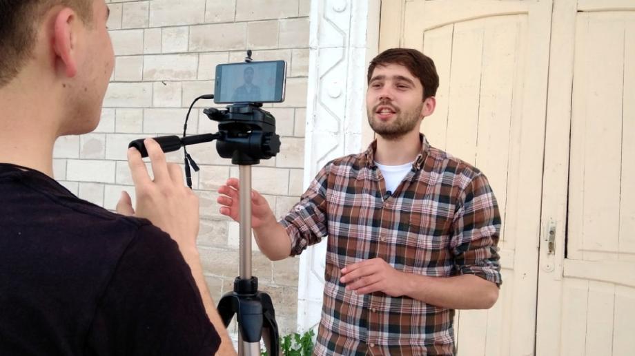 """(video) """"Slujbele au devenit teatrale, iar corul a monopolizat rugăciunea comună"""", un nou video de la vloggerul Ion Andronache"""