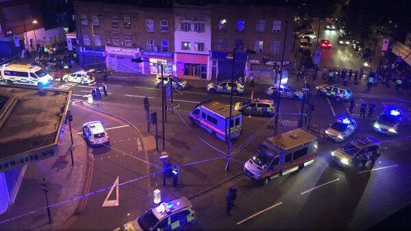 (video) Un nou moment de tensiune la Londra: Un vehicul a lovit credincioșii care ieșeau dintr-o moschee