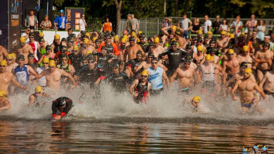 (galerie foto) Competiția triplă de înot, ciclism și alergat Triathlon Triumph a adunat peste 150 de sportivi. Află cine sunt câștigătorii