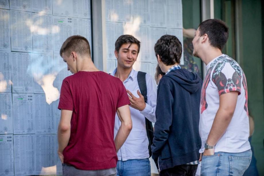 BAC 2018: Absolvenții claselor liceale susțin proba la limba de instruire. Câți elevi urmează să se prezinte la centrele de bacalaureat