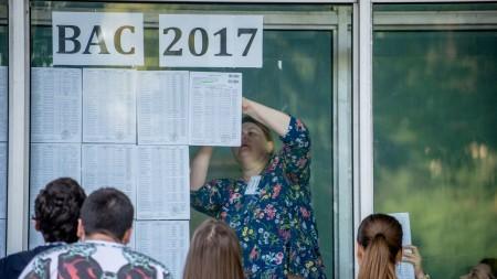 (galerie foto) Elevii și-au aflat notele la examenele de BAC. Cu ce impresii au rămas după aflarea rezultatelor