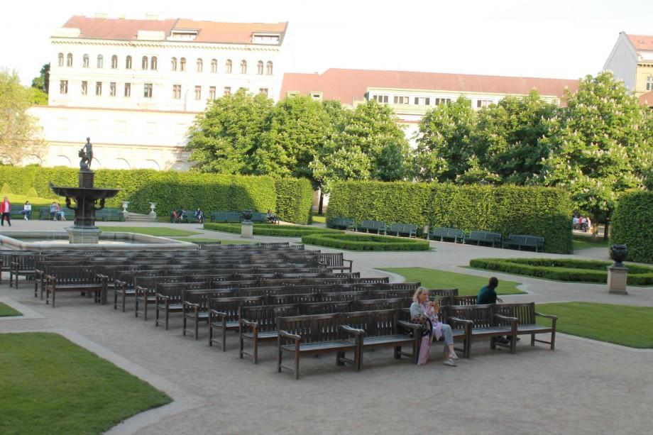 (foto) Creativitatea în orașele cehe (I): De unde își iau cehii inspirația și banii pentru a crește industria filmului