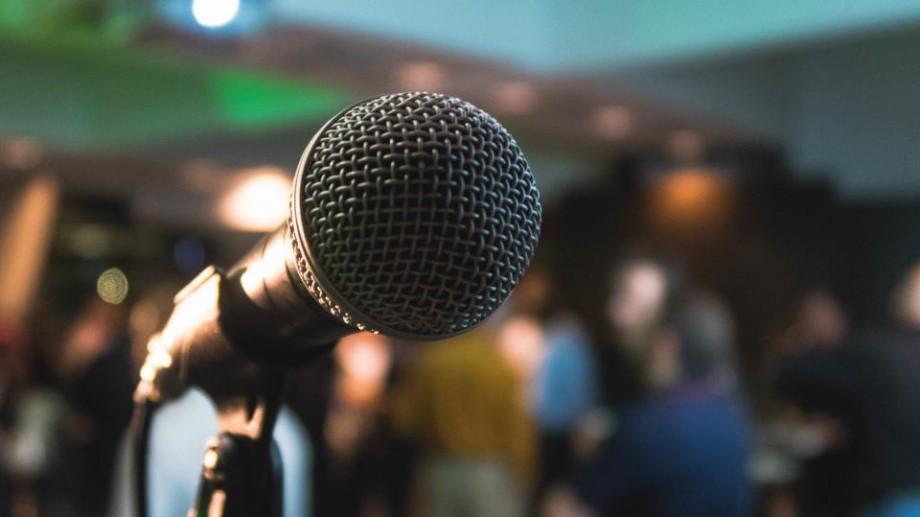 Clubul Oratorilor lansează un program de instruire în oratorie. Ai oportunitatea să înveți de la traineri internațional