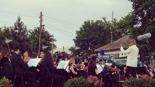 """(foto) Soare, muzică și dispoziție bună. Cum se vede prima zi a Festivalului """"descOPERĂ"""" pe Instagram"""