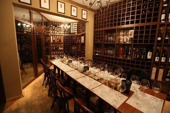 Foto top 10 restaurante i baruri din chi in u potrivit for Arredamento enoteca usato