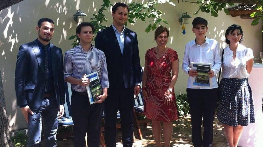 Doi basarabeni au câștigat DCFTA Youth Essay Prize Competition și s-au ales cu câte 500 de euro. Citește-le eseurile