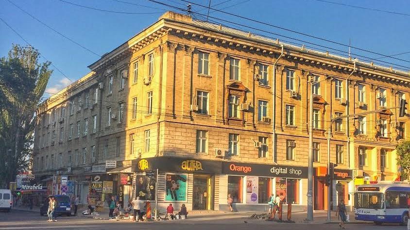 (foto) Descoperiri urbane: Povestea Farmaciei Kogan de la intersecția străzilor Armenească și Ștefan cel Mare