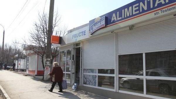 Ghereta în care a fost agresată reportera Jurnal de Chișinău funcționa în lipsa autorizației, iar toate produsele de origine animală erau expirate