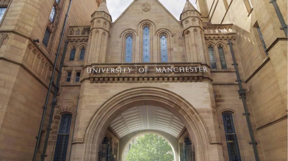 Dacă ești pasionat de fizică, acum poți câștiga o bursă de studii la Universitatea din Manchester