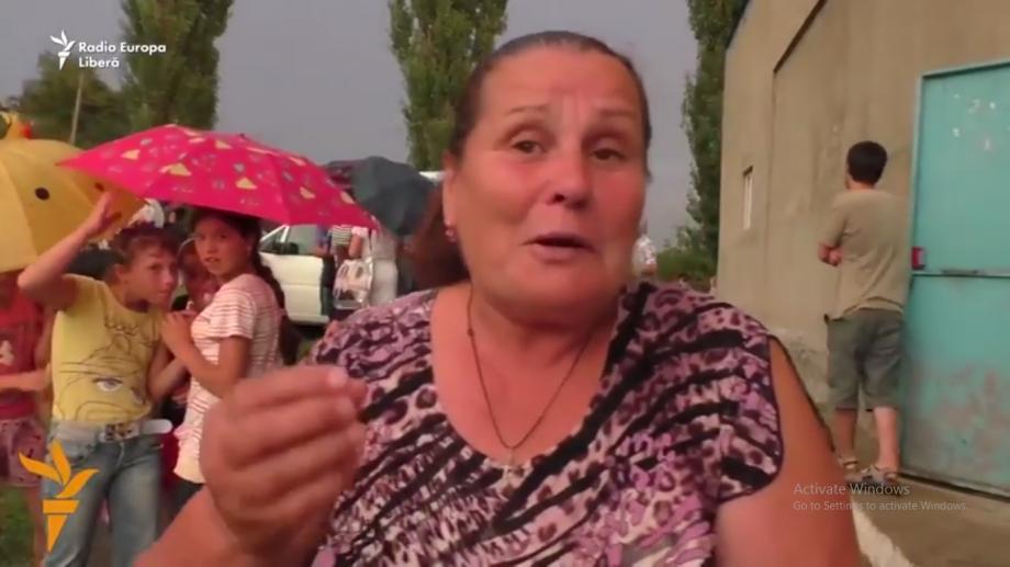 """(video) Cum se bucură locuitorii de venirea MoldoCrescendo în satul lor: """"La noi în sat niciodată nu a sunat muzică clasică, am rămas șocată"""""""