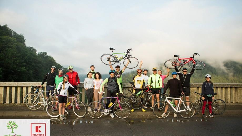 (foto) Au parcurs 720 km timp de 5 zile pe bicicletă pentru cei care suferă de condiții limitatoare de viață. Unde au ajuns cicliștii echipei Hispices of Hope