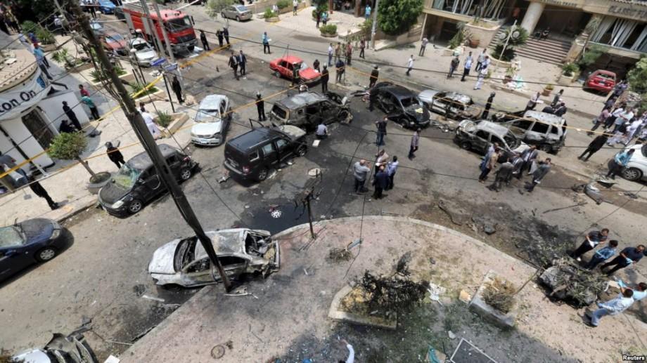 În Egipt, 28 de oameni au fost condamnați la moarte pentru că ar fi participat la asasinarea procurorului general în 2015