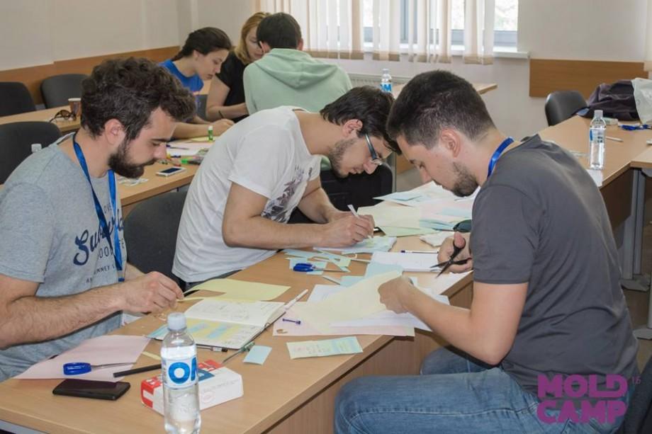 Tinerii pasionați de tehnologii se pot înscrie la a treia ediție Moldcamp 2017