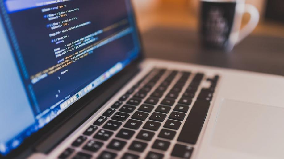 Ești pasionat de programare și ți-ar plăcea o carieră în IT? Înscrie-te la școala gratuită Academy+Moldova
