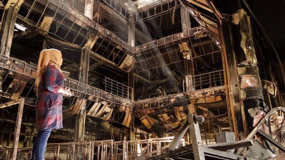 (foto) Cum încearcă un blogger anonim să reconstruiască o librărie distrusă în flăcări de ISIS