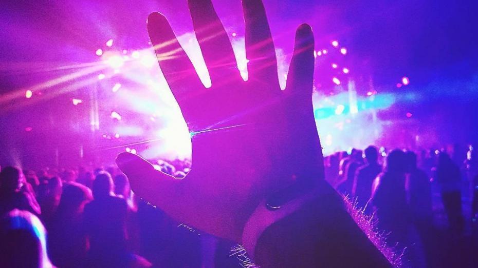 (foto) Festivalul de muzică electronică FOSFOR a adunat un număr record de 24 000 de persoane