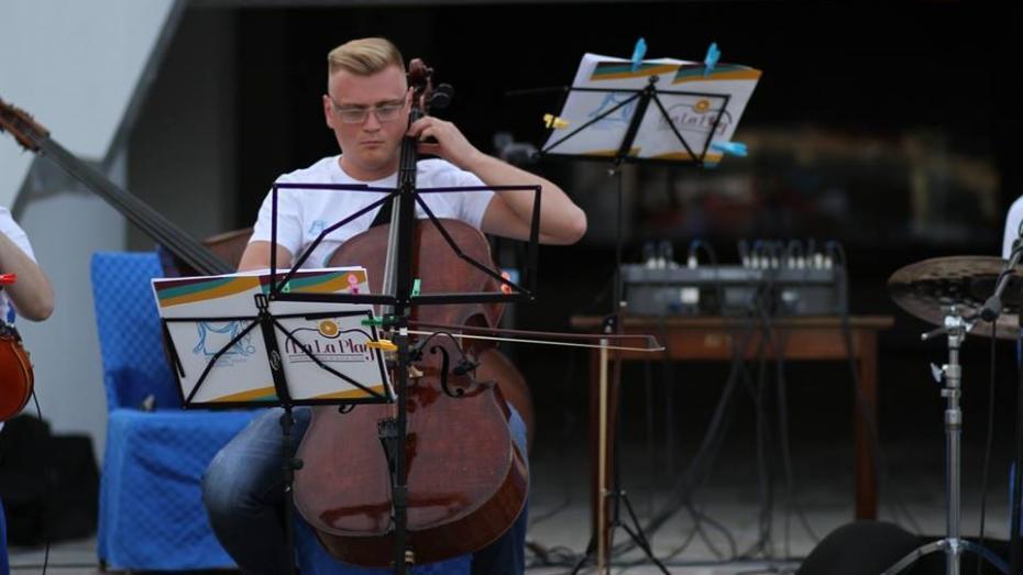 """Oamenii La La Play. Violoncelistul Dmitrii Iurcik: """"Muzica este viață, momentan eu trăiesc cu asta"""""""