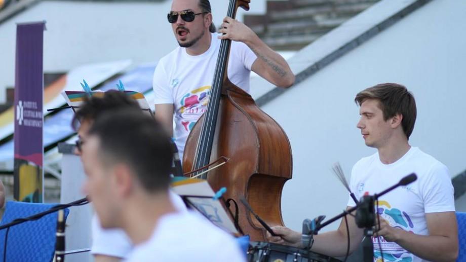 """Oamenii La La Play. Contrabasistul Vladimir Vdovicenco: """"Îmi place să dăruiesc oamenilor fericire prin muzică frumoasă"""""""