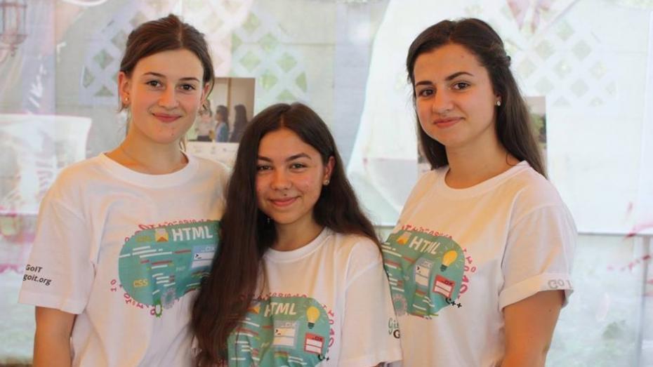 """Tabăra de vară """"GirlsGoIT"""" revine! Peste 60 de tinere din toată țara vor deveni ambasadoarele programului, aflat la a treia ediție"""