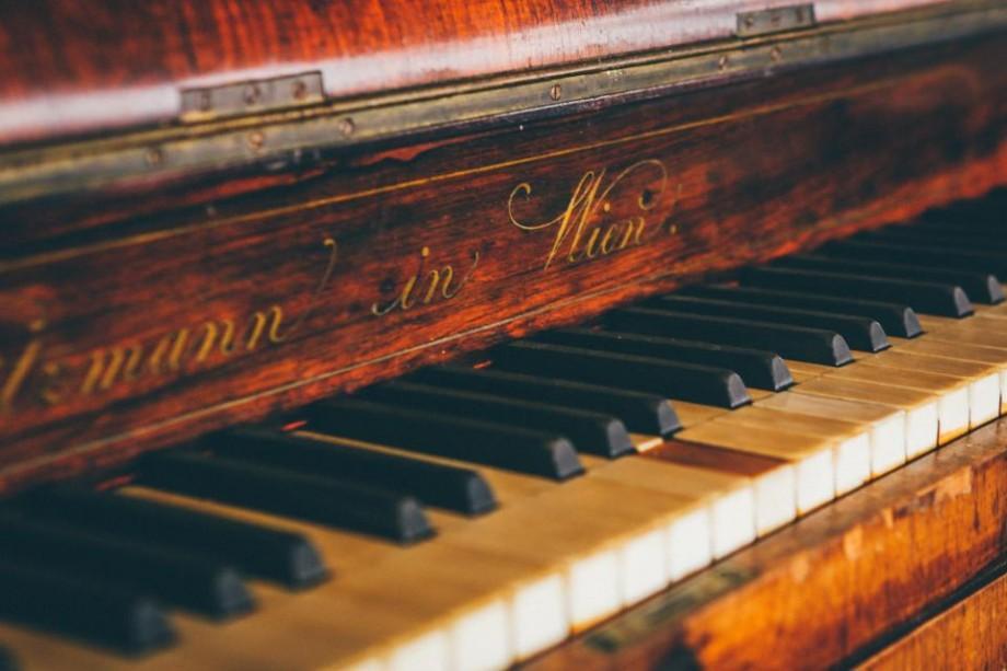 Piano Friendly: Lista localurilor din Chișinău care au un pian și îți permit să cânți la el